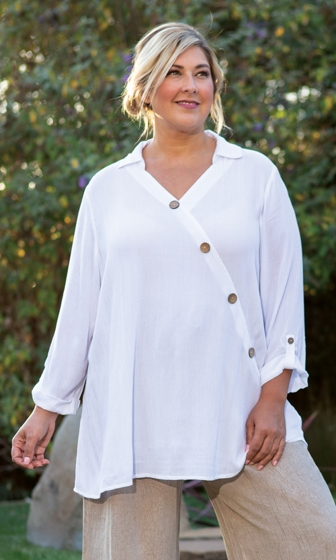 Button Detail Textured Crepe 3/4 Sleeve V-Neck Madison Blouse